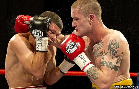 Ricky Burns (right) is the new WBO super-featherweight champion