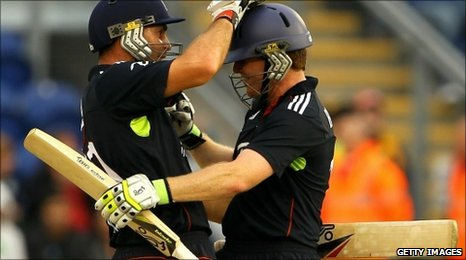 Michael Yardy and Eoin Morgan