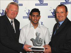 Steve Oates and Peter Vail from teh railway accepted the award from boxer Amir Khan