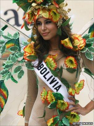 Jessica Anne Jordan Burton wearing a 'Bolivia' sash