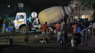 Delhi construction workers working at night