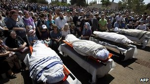 Mourners attend funeral of four Israeli settlers killed by Palestinian gunmen
