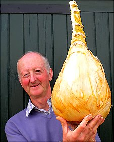 Peter Glazebrook holds up a giant onion