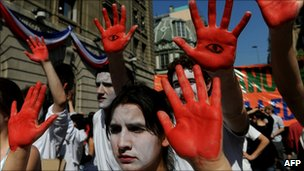 Chilean students march against anti-terror laws in Santiago, 08/09/10