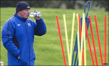 Walter Smith has a drink during Rangers training