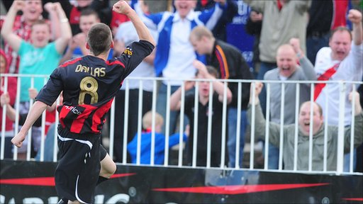Stuart Dallas celebrates his winning goal  for Crusaders against Glenavon