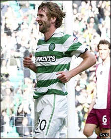 Paddy McCourt celebrates his goal
