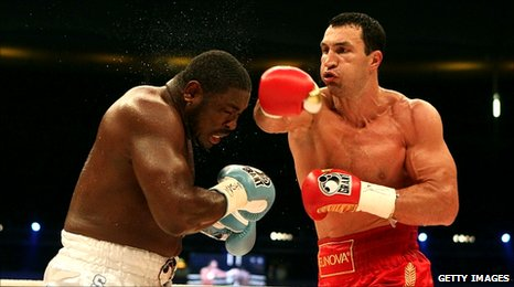 Samuel Peter (l) and Wladimir Klitschko