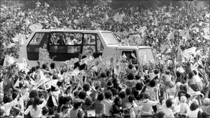 Pope John Paul II visits Bellahouston Park in 1982