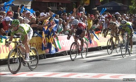 Mark Cavendish wins the 13th stage of the Tour of Spain
