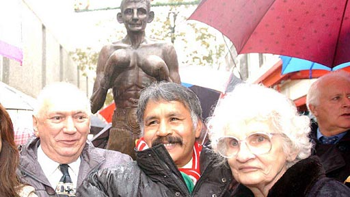 Lupe Pintor (centre) with Johnny Owen's parents in Merthyr as they unveil a statue to the Matchstick Man in 2002