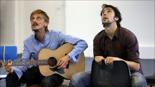 Mackenzie Crook & Ralf Little (Photo: Simon Annand)