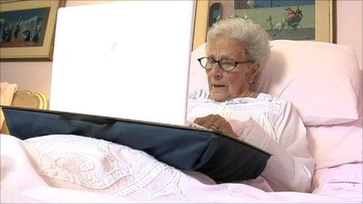The 90-year-old blogger