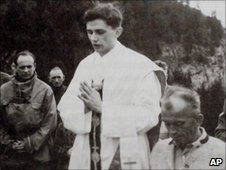 Joseph Ratzinger celebrating mass in 1952