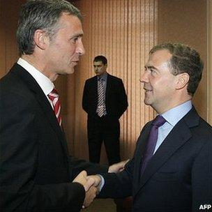 Russian President Dmitry Medvedev (right) and Norway's Prime Minister Jens Stoltenberg in Murmansk