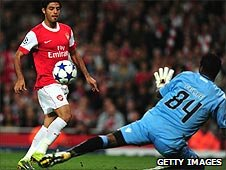 Carlos Vela scores for Arsenal