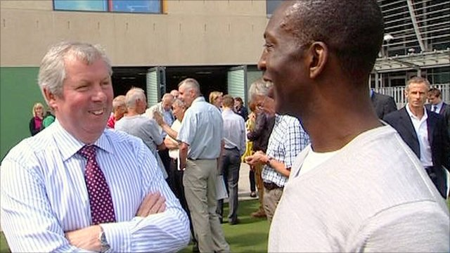 Brendan Foster (l) and Michael Johnson (r)