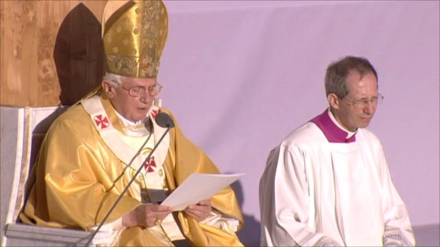 Pope Benedict delivers a sermon in Glasgow
