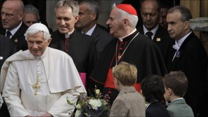 Pope Benedict arrives in Edinburgh