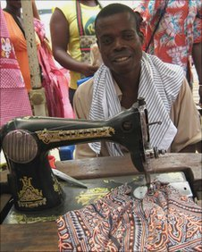 A tailor operating a sowing machine in Roque Santeiro market