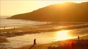 Langland beach. Photo by SimonSwansea66 on Flickr. http://www.flickr.com/photos/90563919@N00/493808029/sizes/l/in/photostream/