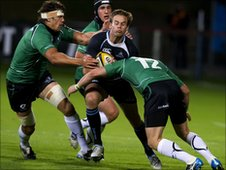 Ruaridh Jackson (centre) tries to find a way through the Connacht defence