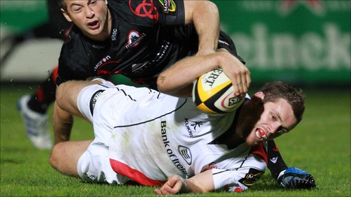 Darren Cave scores a try for Ulster against Edinburgh