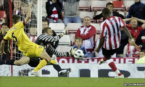 Darren Bent scores the late winner
