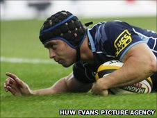 Leigh Halfpenny goes over for the Blues' first try