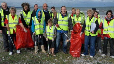 Pensarn and Belgrano Residents Accosiation members and MCSvolunteers and AM Darren Millar clear litter at Pensarn beach