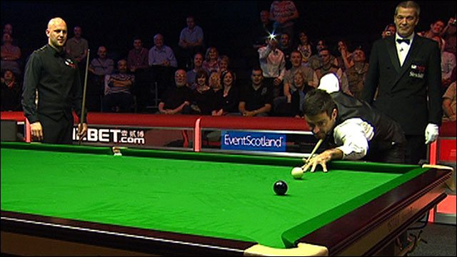 Ronnie O'Sullivan on the final black of his 147 break