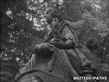 Queen Victoria statue outside Christchurch Park, Ipswich