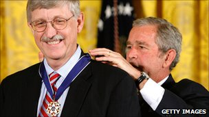 Francis Collins receives Presidential Medal of Freedom from George Bush