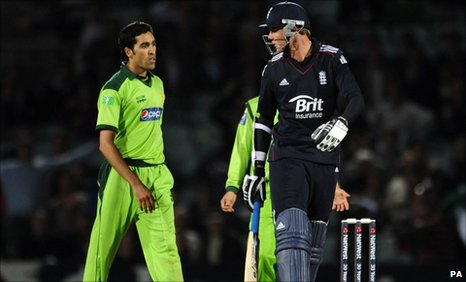 Pakistan's Umar Gul and England's Stuart Broad