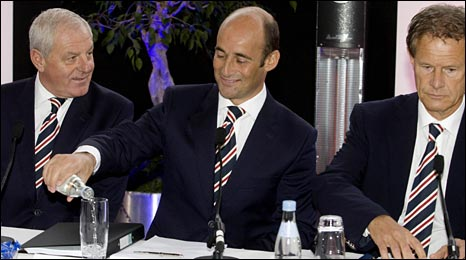 Rangers manager Walter Smith with chief executive Martin Bain and chairman Alastair Johnston