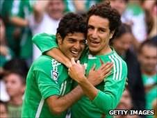 Carlos Vela (left) and Efrain Juarez