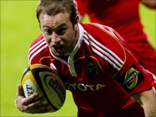 Johne Murphy is about to score Munster's second try at Firhill