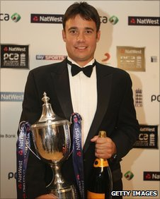 Warwickshire's Neil Carter at the awards ceremony