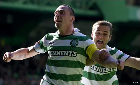 Scott Brown and Shaun Maloney celebrate against Hibs