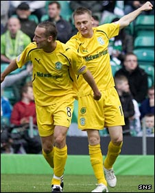 Derek Riordan (right) scored for Hibs in Glasgow