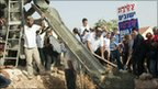 Settlers surround cement mixer in Kiryat Netafim (26/09/10)