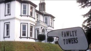 Scene from the BBC&#039;s Fawlty Towers comedy