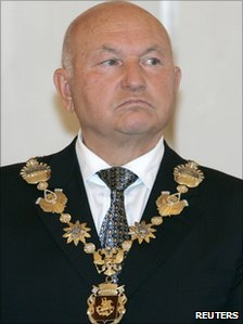 Yuri Luzhkov receives his Moscow mayoral chain during his re-inauguration ceremony, 2007