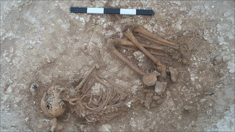 Burial of Bronze Age male teenager from Boscombe Down (Wessex Archaeology)