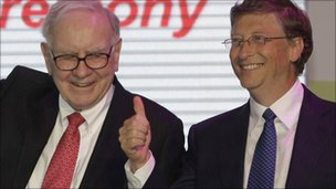 US billionaires Bill Gates (R) and Warren Buffett
