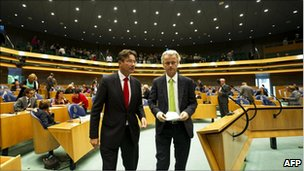 Geert Wilders (right) with Maxime Verhagen in the Dutch parliament, 7 September 2010