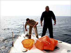 Italian coast guards searching for missing balloonists - 1 Oct 2010