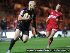 Richard Fussell crosses for a controversial Ospreys try following a forward pass