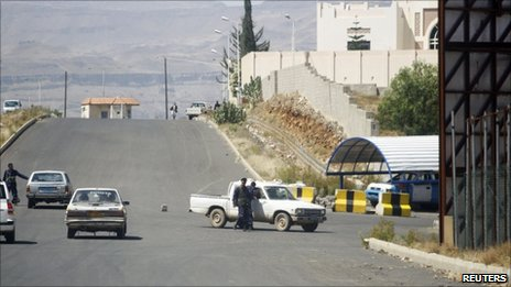 Yemeni security forces outside the entrance to the British embassy in Sanaa after the rocket attack (6 October 2010)