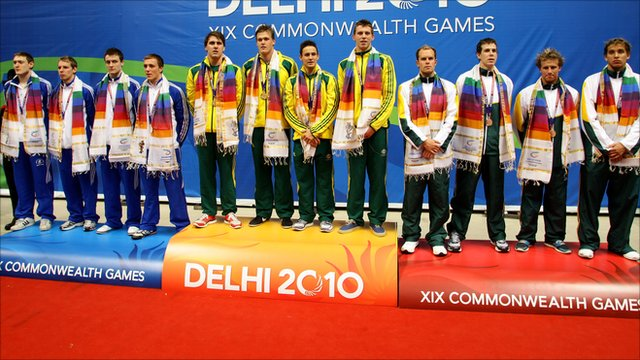 4x200m relay medallists